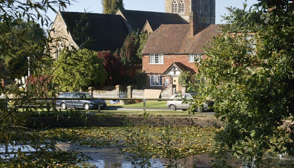 airport taxi chiddingfold